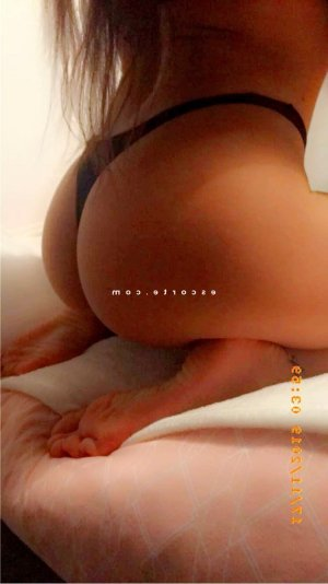 Dallel wannonce massage érotique escort girl à Montoir-de-Bretagne 44